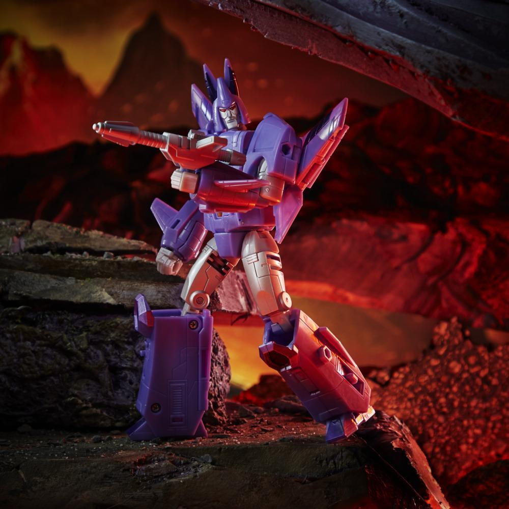 Transformers Generations WFC: Kingdom Voyager WFC-K9 Cyclonus Action Figure